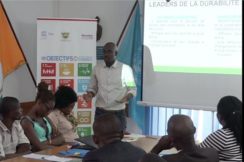 Brice DELAGNEAU présentant les leviers du Leadership de la durabilité