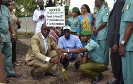 Forêt: Le Ministre des Eaux et Forêts plante un arbre à Adzopé