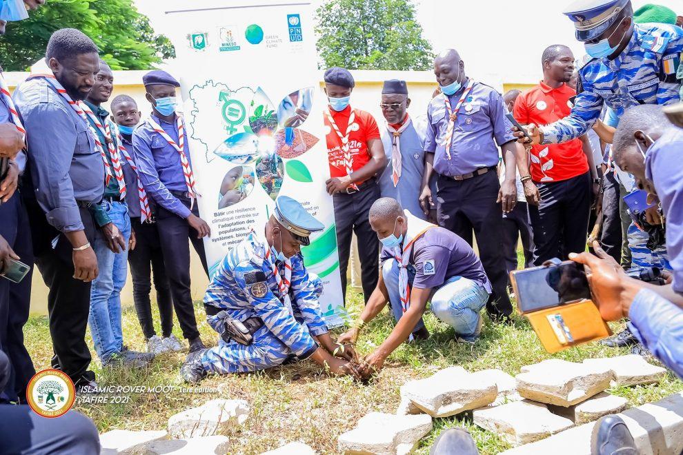 REBOISEMENT : 10 000 arbres plantés à Tafiré par les scouts musulmans de Côte d'Ivoire