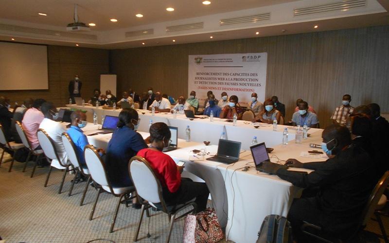 COTE D'IVOIRE : Des journalistes web en formation pour combattre les fakes news